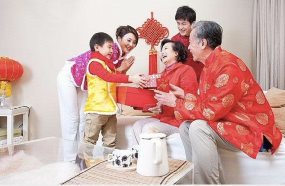 family celebrating cny